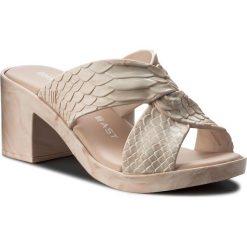 Klapki MELISSA - Python Heel + Baja Eas 32329 Pink 19736. Czerwone klapki damskie Melissa, z tworzywa sztucznego. W wyprzedaży za 349.00 zł.