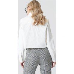 NA-KD Trend Koszula jeansowa z surowym brzegiem - White. Białe koszule damskie NA-KD Trend, z jeansu. Za 161.95 zł.