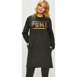 Puma - Sukienka. Czarne sukienki damskie Puma, z nadrukiem, z bawełny, casualowe, z okrągłym kołnierzem. Za 249.90 zł.
