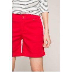 Tommy Jeans - Szorty. Szorty damskie Tommy Jeans, z bawełny, casualowe. W wyprzedaży za 239.90 zł.