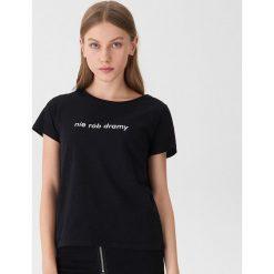 T-shirt z napisem Nie rób dramy - Czarny. Czarne t-shirty damskie House, z napisami. Za 29.99 zł.
