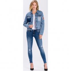 Dżinsowa kurtka - Regular fit - w kolorze błękitnym. Niebieskie kurtki damskie Cross Jeans, z aplikacjami. W wyprzedaży za 136.95 zł.