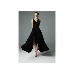 SUKIENKA ANDREA - CZARNA. Czarne sukienki damskie Madnezz, z aplikacjami, z dzianiny, z kopertowym dekoltem. Za 339.00 zł.