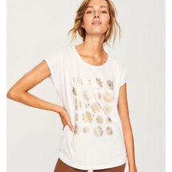 T-shirt z nadrukiem - Biały. Białe t-shirty damskie Reserved, z nadrukiem. Za 29.99 zł.