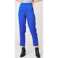 Rut&Circle Błyszczące spodnie Ginny - Blue. Niebieskie spodnie materiałowe damskie Rut&Circle, z haftami, z poliesteru. Za 202.95 zł.