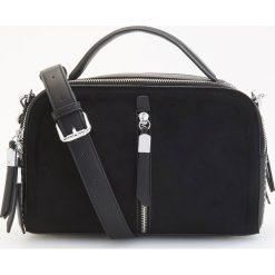 Torebka kuferek z odpinanym paskiem - Czarny. Czarne torebki do ręki damskie Reserved. Za 119.99 zł.