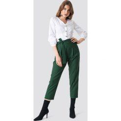 Trendyol Spodnie z zakładkami - Green. Zielone spodnie materiałowe damskie Trendyol, w paski. Za 80.95 zł.