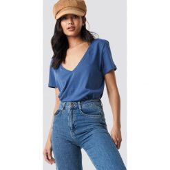 NA-KD Basic T-shirt z dekoltem V - Blue. Niebieskie t-shirty damskie NA-KD Basic, z bawełny. Za 52.95 zł.