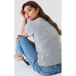 NA-KD Basic T-shirt z dekoltem V - Grey. Szare t-shirty damskie NA-KD Basic, z bawełny. Za 52.95 zł.