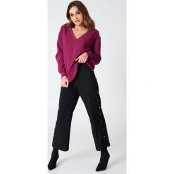 NA-KD Basic Bluza basic z dekoltem V - Purple. Fioletowe bluzy damskie NA-KD Basic. Za 100.95 zł.