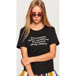 T-shirt z napisem - Czarny. Czarne t-shirty damskie Reserved, z napisami. Za 19.99 zł.