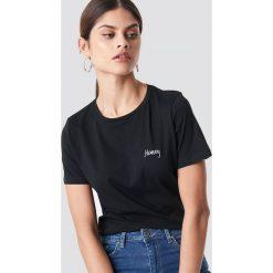NA-KD T-shirt basic z haftem Honey - Black. Czarne t-shirty damskie NA-KD, z haftami, z bawełny. Za 72.95 zł.