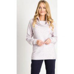 Ciepły sweter z dużym kołnierzem QUIOSQUE. Brązowe swetry damskie QUIOSQUE, na zimę, z jeansu, z klasycznym kołnierzykiem. W wyprzedaży za 119.99 zł.