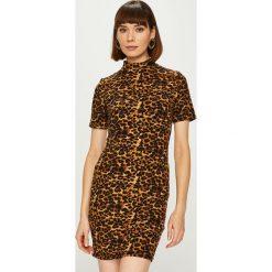 Answear - Sukienka Animal Me. Brązowe sukienki damskie ANSWEAR, z dzianiny, casualowe, z krótkim rękawem. Za 99.90 zł.