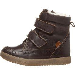 Skórzane botki zimowe w kolorze brązowym. Buty zimowe chłopięce marki Geox. W wyprzedaży za 195.95 zł.