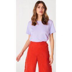 NA-KD Basic T-shirt oversize - Purple. Fioletowe t-shirty damskie NA-KD Basic, z bawełny. W wyprzedaży za 37.07 zł.