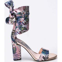 Guess Jeans - Sandały. Szare sandały damskie Guess Jeans, z jeansu. W wyprzedaży za 359.90 zł.