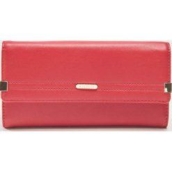 Portfel z ozdobnymi detalami - Czerwony. Czerwone portfele damskie House. Za 45.99 zł.