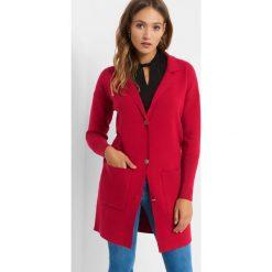 Długi kardigan oversize. Czerwone kardigany damskie Orsay, w jednolite wzory, z dzianiny. Za 139.99 zł.