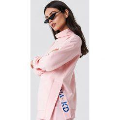 NA-KD Bluza z rozcięciami - Pink. Różowe bluzy damskie NA-KD, z haftami. W wyprzedaży za 80.98 zł.