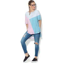 Colour Pleasure Koszulka CP-033  27  biało-niebiesko-różowa r. uniwersalny. Bluzki damskie Colour Pleasure. Za 76.57 zł.