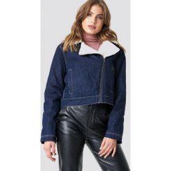 NA-KD Kurtka jeansowa Teddy - Blue. Niebieskie kurtki damskie NA-KD, w paski, z denimu. Za 283.95 zł.
