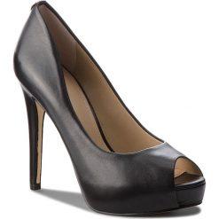 Szpilki GUESS - FLH124 LEA07 BLACK. Czarne szpilki damskie Guess, z aplikacjami, ze skóry ekologicznej. Za 669.00 zł.