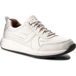 Półbuty CLARKS - Un Coast Form 261332487 White Leather. Białe półbuty na co dzień męskie Clarks, z materiału. W wyprzedaży za 259.00 zł.