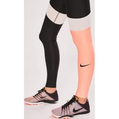 Nike Sportswear - Legginsy. Szare legginsy sportowe damskie Nike Sportswear, z dzianiny. W wyprzedaży za 159.90 zł.