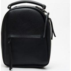 Mały plecak z kieszenią - Czarny. Czarne plecaki damskie Cropp. Za 79.99 zł.