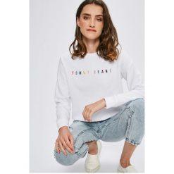Tommy Jeans - Bluza. Szare bluzy damskie Tommy Jeans, z aplikacjami, z bawełny. W wyprzedaży za 319.90 zł.