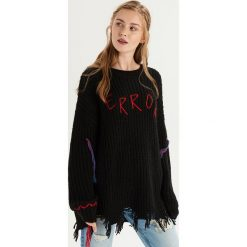 Sweter z kolorową aplikacją - Czarny. Czarne swetry damskie Sinsay. Za 99.99 zł.