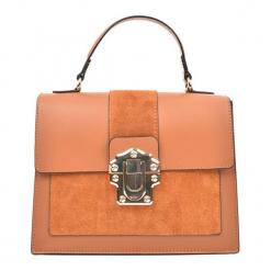 Skórzana torebka w kolorze pomarańczowym - (S)27 x (W)22 x (G)10,5 cm. Brązowe torby na ramię damskie Akcesoria na sylwestrową noc. W wyprzedaży za 269.95 zł.