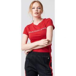 Calvin Klein T-shirt Institutional Logo Slim Fit - Red. Czerwone t-shirty damskie Calvin Klein, z nadrukiem, z dzianiny, z okrągłym kołnierzem. Za 161.95 zł.