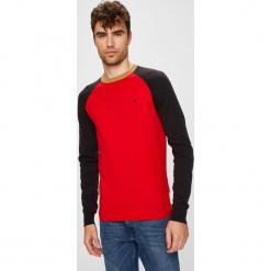 Wrangler - Sweter. Czerwone swetry przez głowę męskie Wrangler, z bawełny, z okrągłym kołnierzem. Za 219.90 zł.