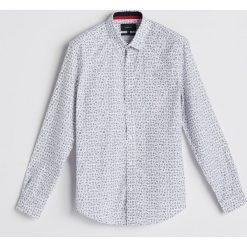 Koszula z motywem świątecznym - Biały. Białe koszule męskie Reserved. Za 89.99 zł.