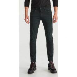 Jeansy slim fit - Zielony. Zielone jeansy męskie Reserved. Za 129.99 zł.