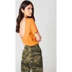 NA-KD Basic T-shirt z odkrytymi plecami - Orange. Pomarańczowe t-shirty damskie NA-KD Basic, z bawełny, z dekoltem na plecach. W wyprzedaży za 21.18 zł.