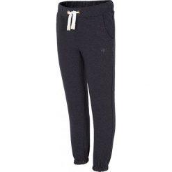 Spodnie dresowe dla małych dziewczynek JSPDD100 - granatowy. Niebieskie spodnie sportowe dla dziewczynek 4F JUNIOR, na lato, z bawełny. W wyprzedaży za 39.99 zł.
