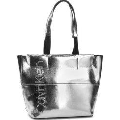 Torebka CALVIN KLEIN - Dual Shopper Metalic K60K604658 904. Szare torebki shopper damskie Calvin Klein, ze skóry ekologicznej. Za 599.00 zł.