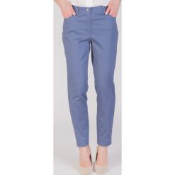 Niebieskie spodnie z wąskimi nogawkami  QUIOSQUE. Niebieskie spodnie materiałowe damskie QUIOSQUE, z bawełny. W wyprzedaży za 79.99 zł.