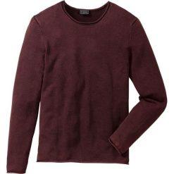 Sweter w delikatne paski, z efektem wytarcia Slim Fit bonprix czerwony. Swetry przez głowę męskie marki Giacomo Conti. Za 59.99 zł.