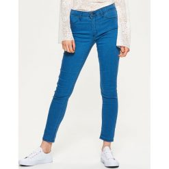 Denimowe jegginsy - Niebieski. Niebieskie legginsy damskie Cropp, z jeansu. Za 59.99 zł.