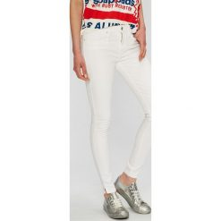 Tommy Hilfiger - Jeansy. Białe jeansy damskie Tommy Hilfiger. W wyprzedaży za 329.90 zł.