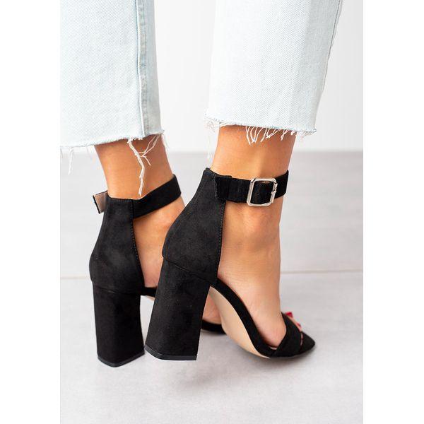 czarne sandały na słupku z paskiem wokół kostki ze skórzaną