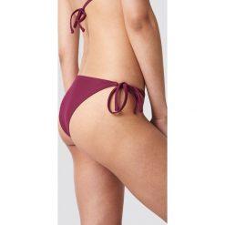 NA-KD Swimwear Dół bikini Triangle - Purple. Fioletowe bikini damskie NA-KD Swimwear, w paski. W wyprzedaży za 19.20 zł.