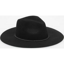 Wełniany kapelusz - Czarny. Czarne czapki i kapelusze damskie Reserved, z wełny. Za 79.99 zł.