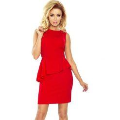 Sukienka asymetryczna z baskiną sf-178-1. Czerwone sukienki damskie SaF, z jeansu, z asymetrycznym kołnierzem. Za 129.90 zł.