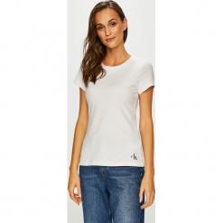 Calvin Klein Jeans - Top. Szare topy damskie Calvin Klein Jeans, z dzianiny, z okrągłym kołnierzem, z krótkim rękawem. Za 119.90 zł.