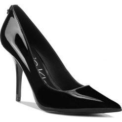 Szpilki CALVIN KLEIN - Minussa E7453  Black. Czarne szpilki damskie Calvin Klein, z lakierowanej skóry. Za 669.00 zł.